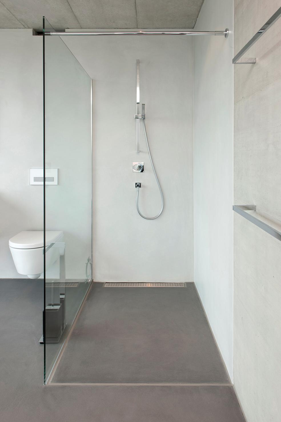 Wonderful Dusche Mit Aufwendigen Fugenlosen Bodenbelägen Und Wandbeschichtungen